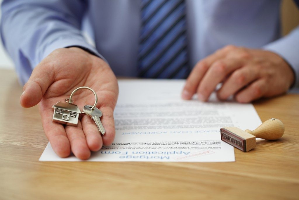 Guy applying for a home loan