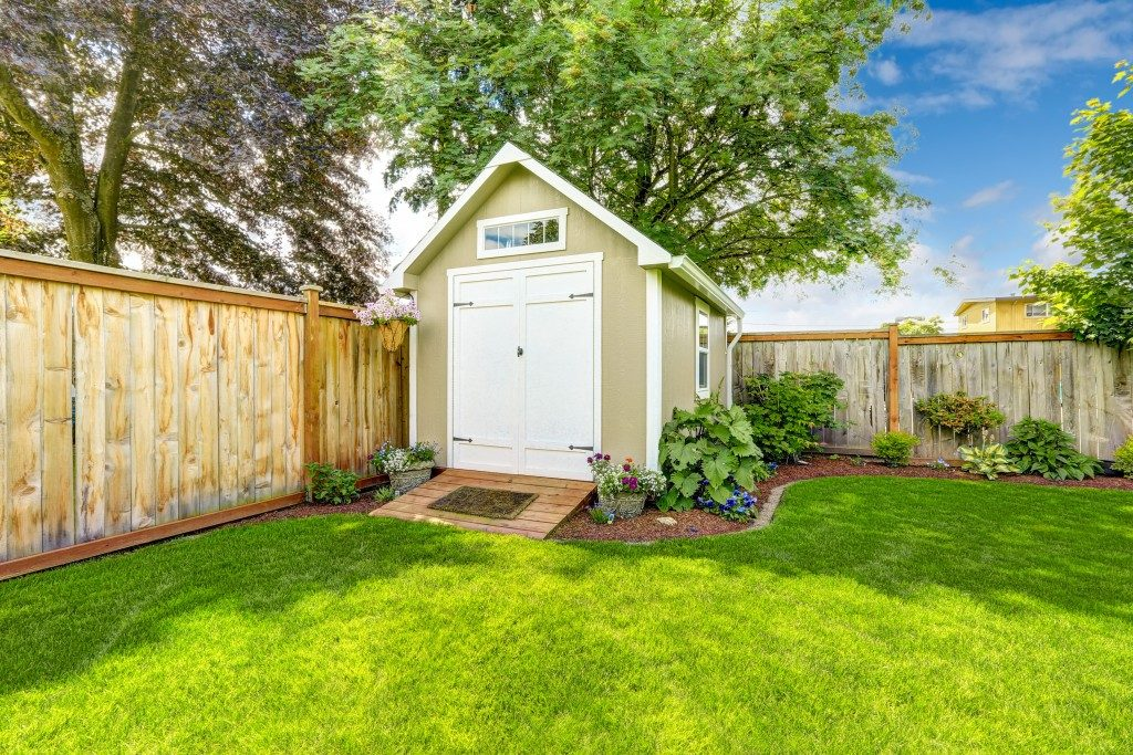 eautiful new shed with flower bed on backyard area